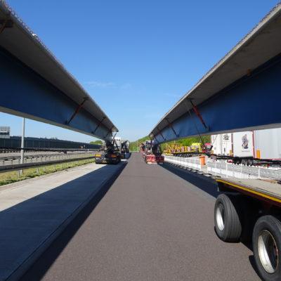 Brückenteile vor Einbau auf LKW