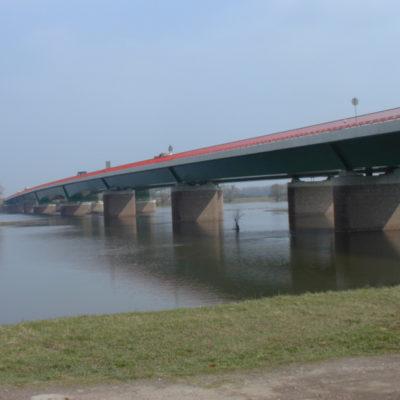Elbebrücke Vockerode bei Hochwasser