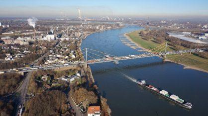 Luftaufnahme der alten Rheinbrücke Duisburg-Neuenkamp