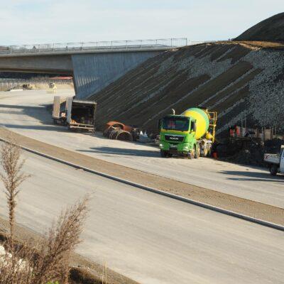 B 31, Anschlussstelle Kluftern, Herstellung Fundamente Verkehrszeichenbrücken