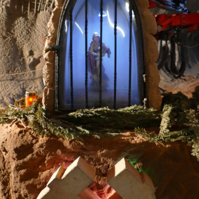 Statue Heilige Barbara im Tunnel