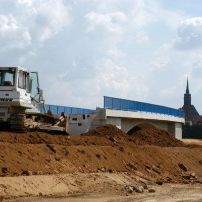 Herstellung des Straßendamms für den neuen Schmoler Weg