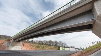 Deutschlands erste feuerverzinkte Stahlverbundbrücke