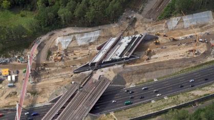Eisenbahnbrücke nach dem Verschub