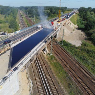 Luftaufnahme Brücke über den DB-Außenring - Einbau Gussasphalt