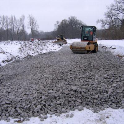 Baustraßenherstellung: Verdichtung der Schottertragschicht