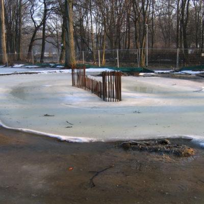 Eingefrorene Pfeilerbaugrube der Spreebrücke