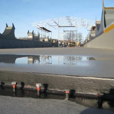 Güterumgehungsbahn Stahlüberbau aus der Froschperspektive