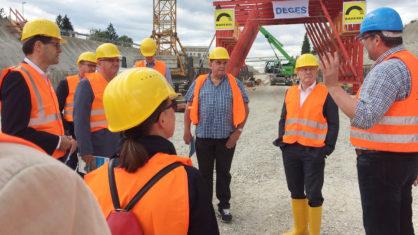 Baden-Württembergs Verkehrsminister auf der Baustelle der B 31