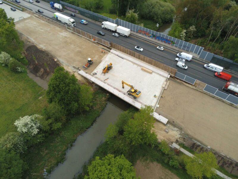 Drohnenaufnahme der Bauarbeiten an der Ochtumbrücke