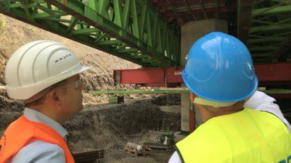 Bauarbeiter unter der Brücke Volmarstein