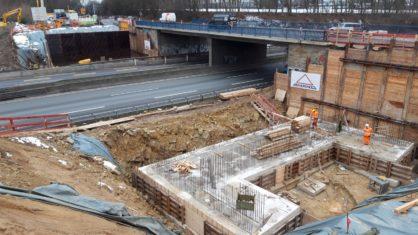 Bauarbeiten an der Überführung