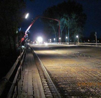 Überbaubetonage der Spreebrücke bei Nacht