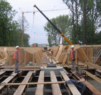 Versetzen der Lager am Pfeiler der Spreebrücke