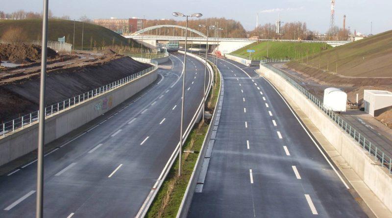 Trogbauwerk und DB Brücke