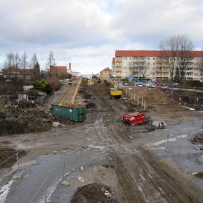 Blick von der Bahnbrücke in Richtung Tunnelbaustelle Daimlerstraße