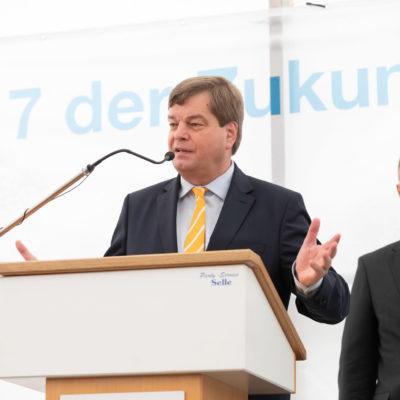 Staatssekretär im Bundesverkehrsministerium hält eine Rede