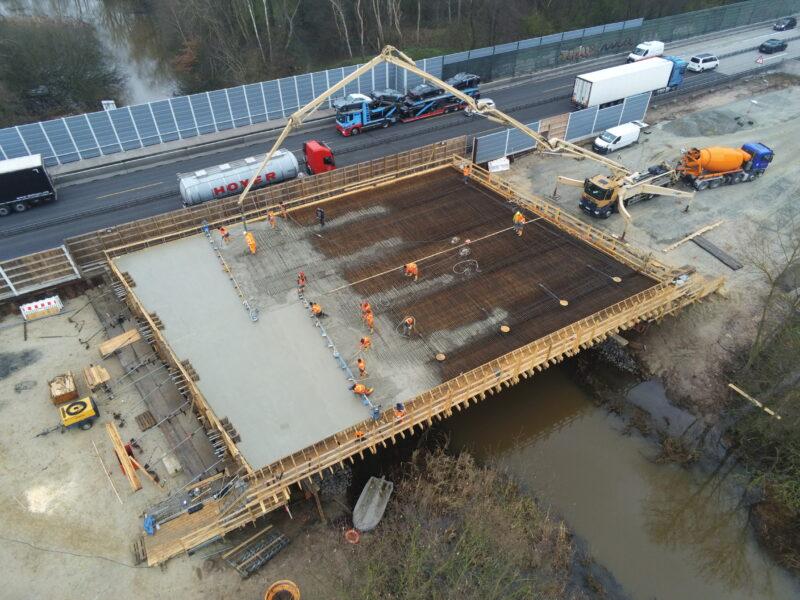 Ochtumbrücke Luftbildaufnahme Betonierungsarbeiten