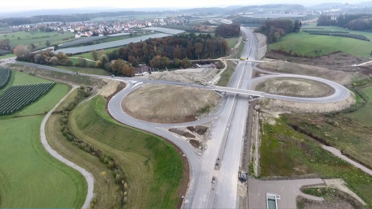 Luftbildaufnahme der Bauarbeiten der B 31
