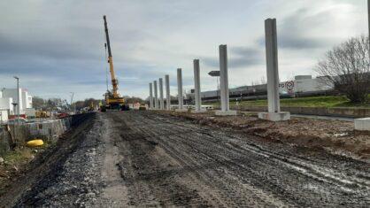Stahlbetonpfosten für die neuen Lärmschutzwände in Höhe Holzwickede