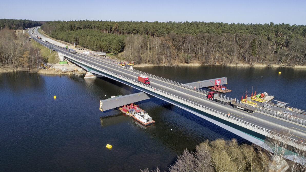 A 19 Petersdorfer Brücke: Einschwimmen der Mittelsegmente für die östliche Brückenhälfte
