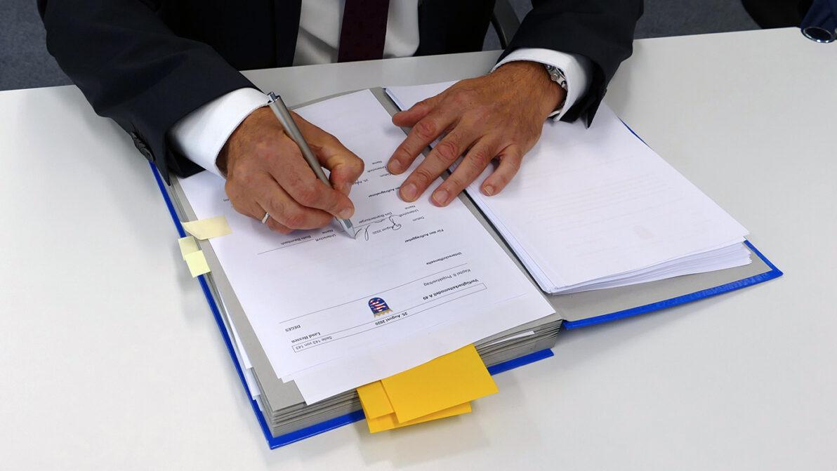 Vertragsunterzeichnung Verfügbarkeitsmodell A 49 I Bildnachweis: DEGES