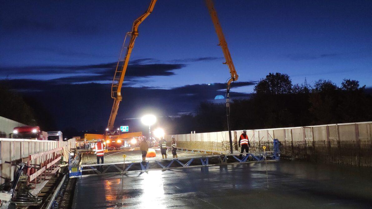 Betonage des ersten Überbaus der A 1 - Brücke Hengstey