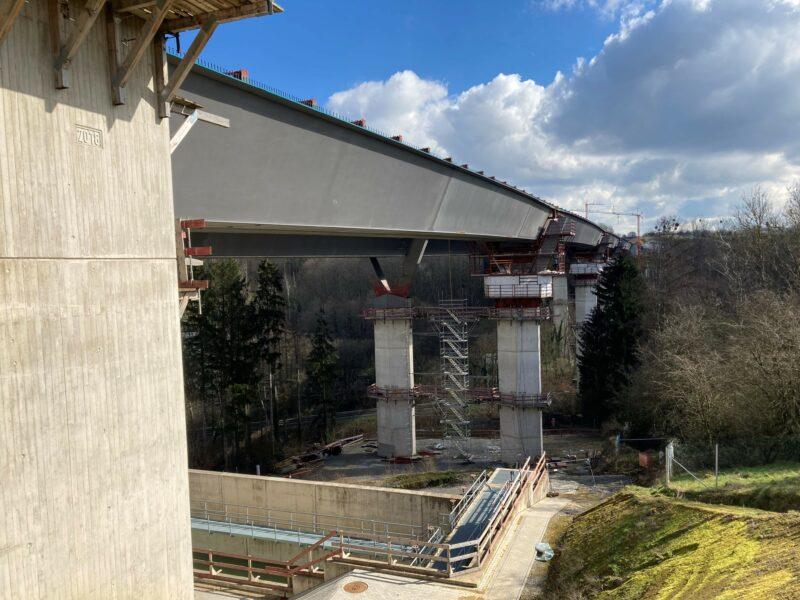 Die neue Brücke über das Angerbachtal im März 2021 | Bildnachweis: DEGES