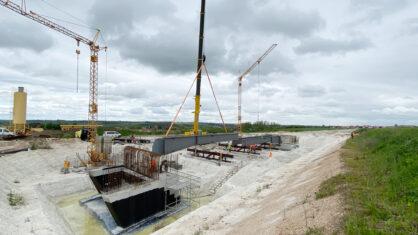 Trägereinhub für das Überführungsbauwerk an der künftigen Anschlussstelle Salzmünde