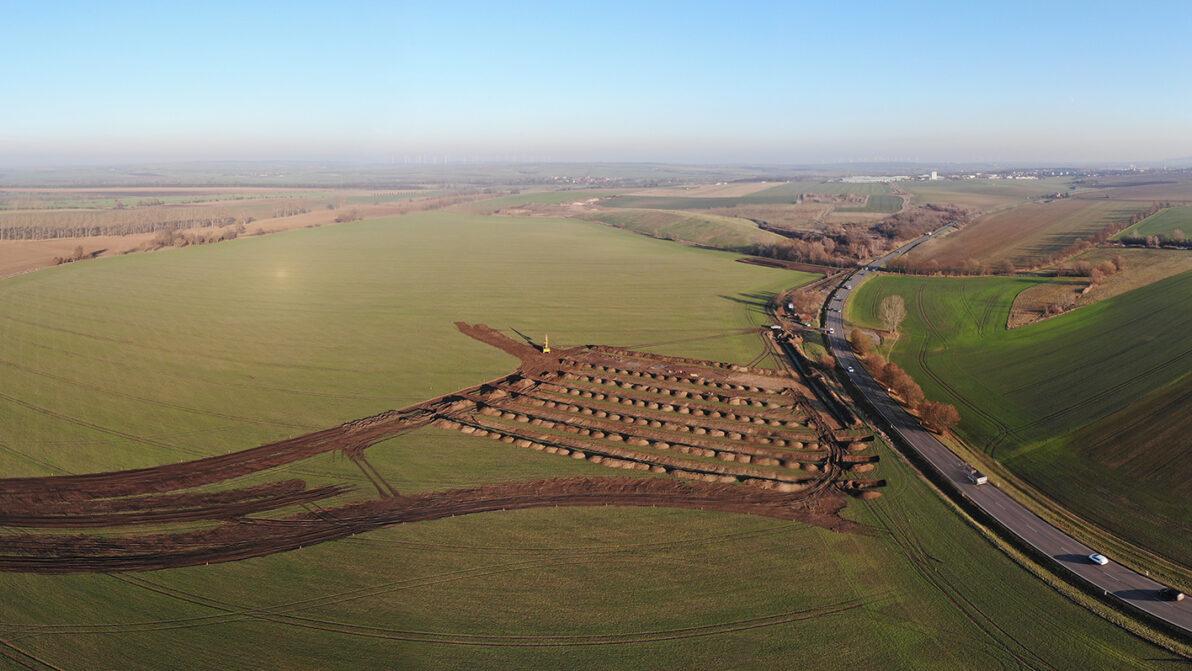 B 247: Nach dem Abschluss der archäologischen Grabungen (Foto) und weiterer bauvorbereitender Arbeiten erfolgt der Baubeginn im Herbst 2021