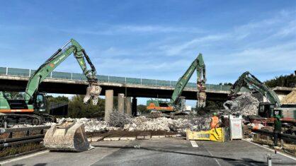 Abbruch des ersten Brückenbauwerks für Erweiterung der A 81